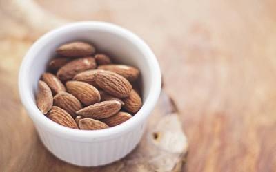 Λίγα αμύγδαλα καθημερινά εμπλουτίζουν τη διατροφή μας