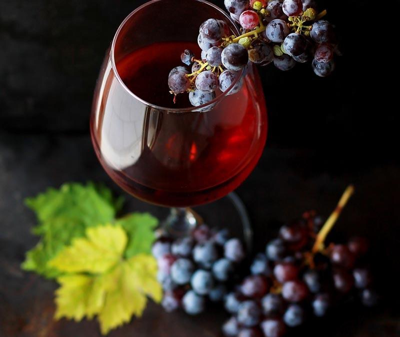 4+1 οφέλη του κόκκινου κρασιού!