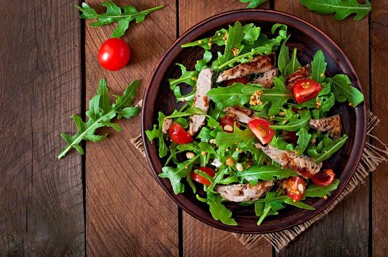 Πράσινη σαλάτα με φιλετίνια