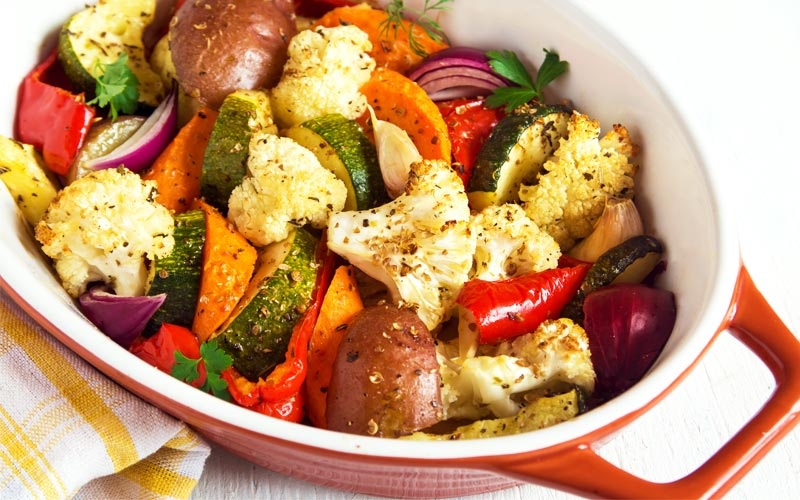 Ratatouille λαχανικών με σάλτσα από ταχίνι