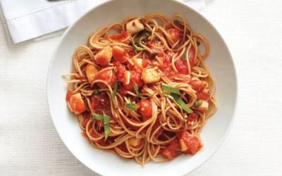 Σπαγγέτι με Πικάντικη Σάλτσα Μαρινάρα και Χτένια