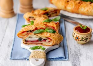 Stromboli με μανιτάρια και βασιλικό